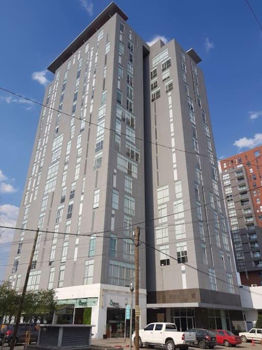 Edificio de lujo y moderno