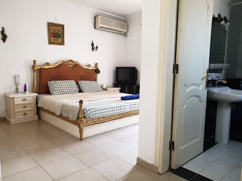 Room&bathroom❤Central Location Close to Nile❤
