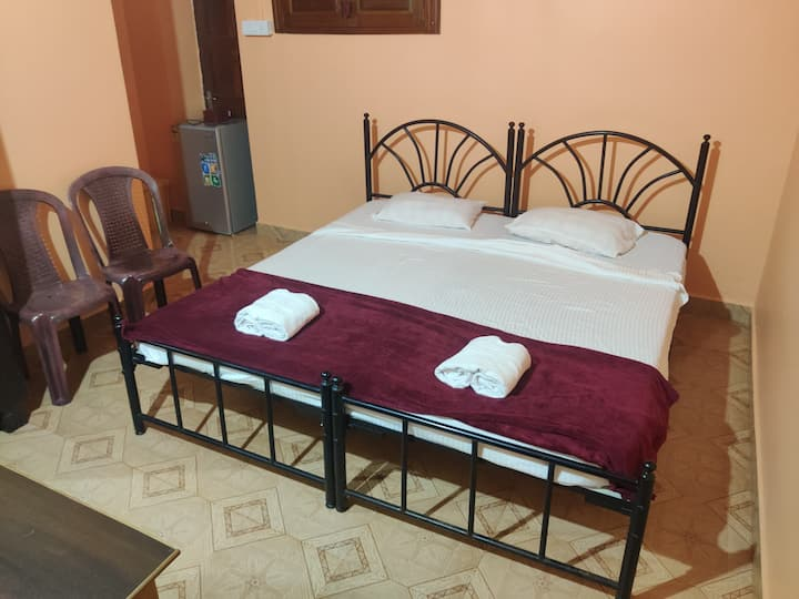 Cozy Furnished Room with AC in Vagator, Anjuna