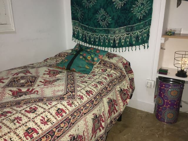 Comfortable single room in  Benimaclet