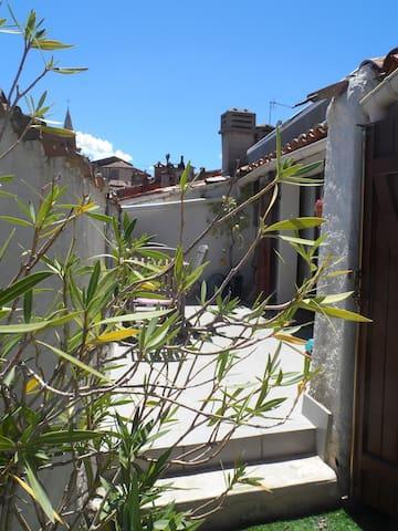 appartement avec vue sur les toits de Brignoles