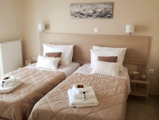Μονά κρεβάτια μετατρεπόμενα σε ενα διπλό