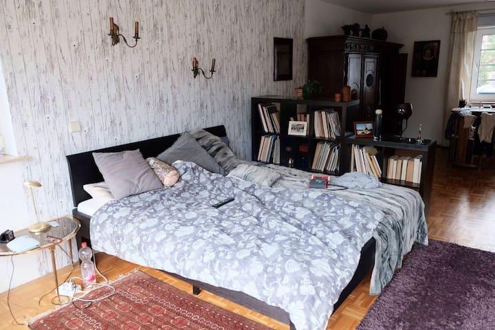 Großes Apartment (Küche/Bad/Frühst.) ruhig+zentral