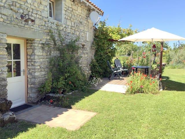 Studio in landelijke omgeving in de Charente , Fr