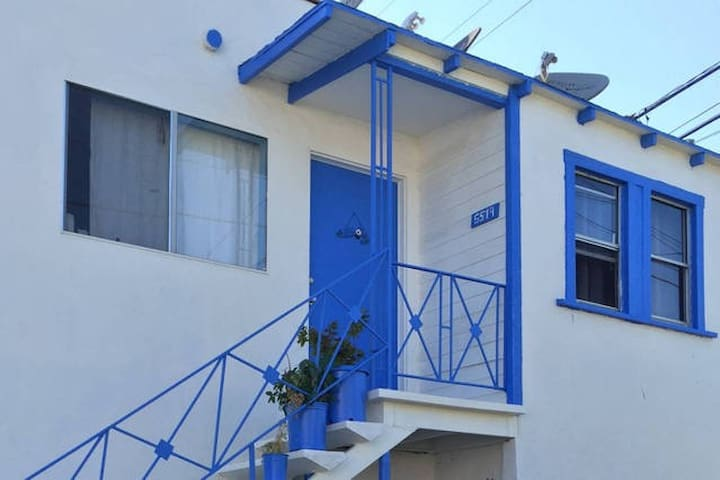 Private room in Greek Style apt (Hollywood)