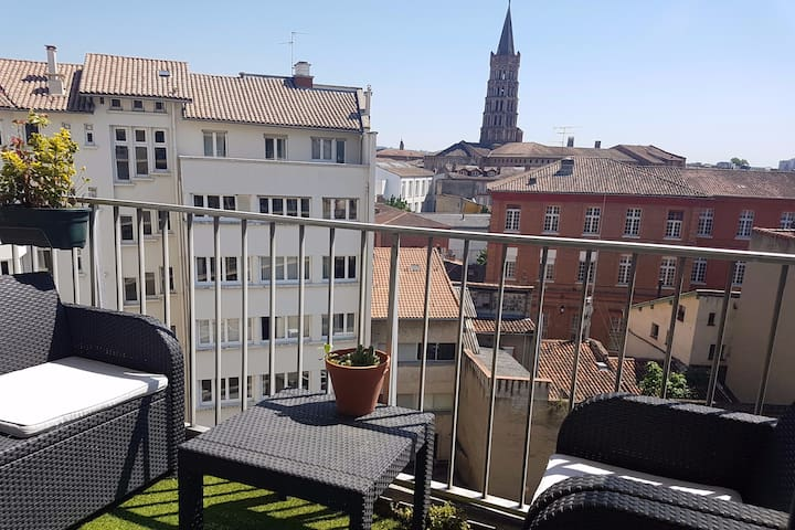 Spacious and central, overlooking St Sernin