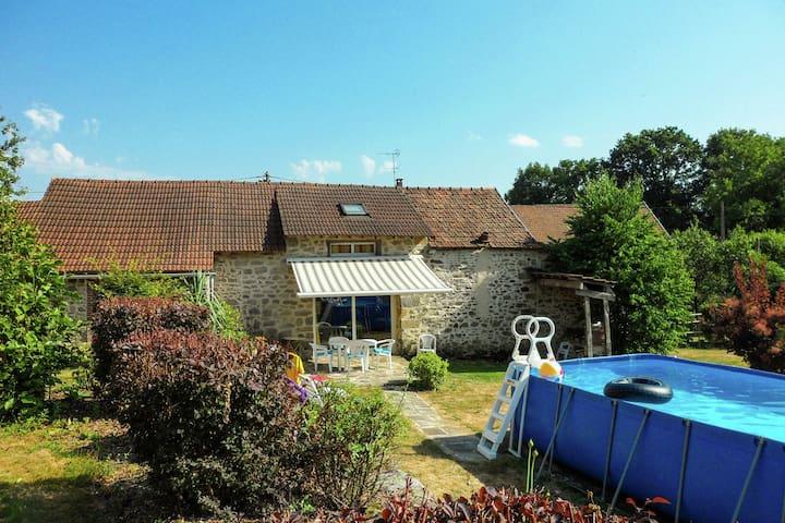 Acogedora casa de vacaciones en Marsac, Francia con Piscina