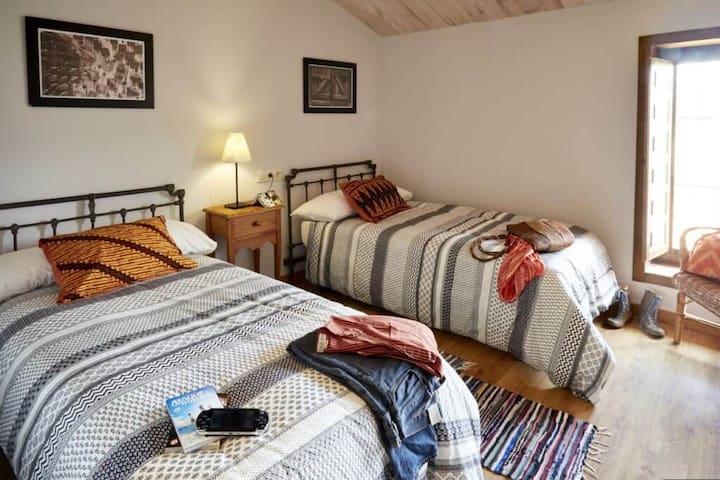 Habitación para amigos en Casa rural Melones