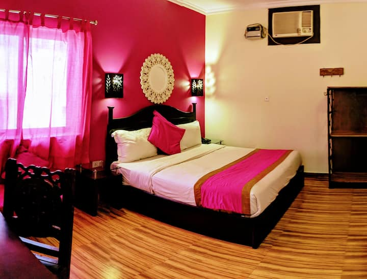 Vibrant Deluxe Accommodation at La Casa