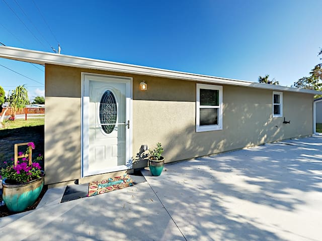 Sunny 3BR - Minutes to Beach, Dining