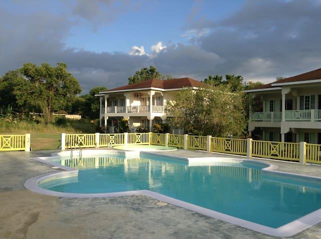 The Royal Hummingbird Resort - Negril - Bed & Breakfast