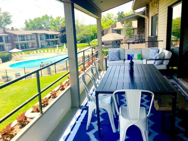 Newly renovated Abbey Villa Condo with 5 beds