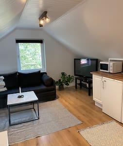 Fin studio lägenhet i lugnt och naturnära område
