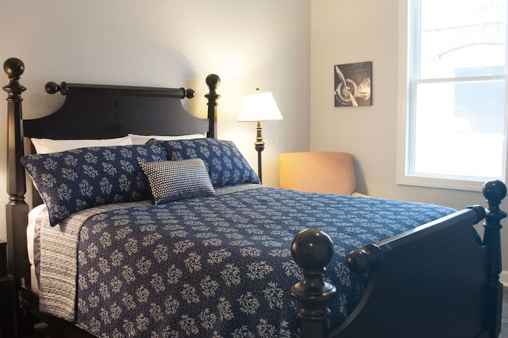 Colley Room w/ Private Bath, Wifi, and Cable - Norfolk