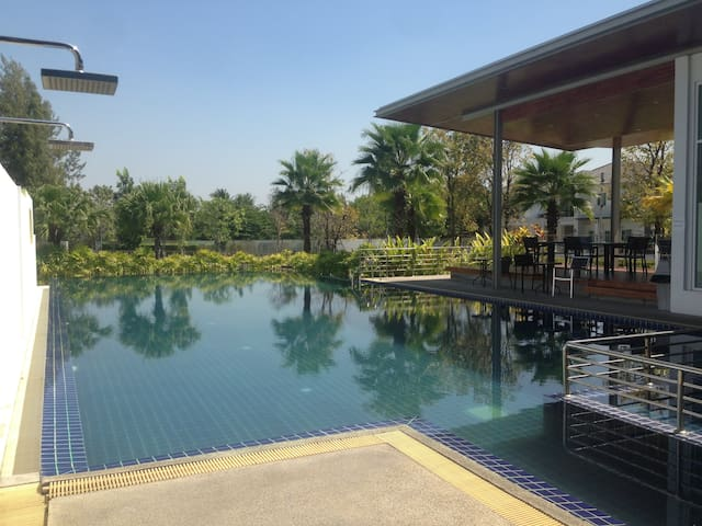Near Chiang Mai airport, King&Double bed, Pool/Gym - Chiang Mai - Huis