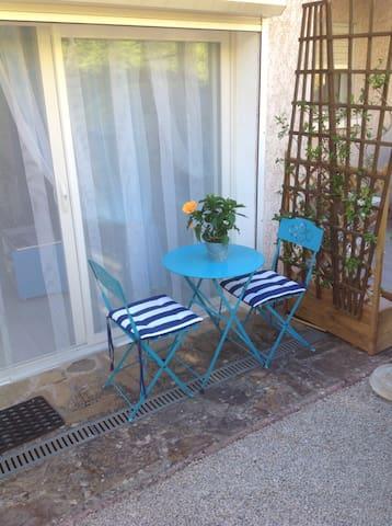 Studio attenant à la villa ,entrée indépendante - Lodève - Hus