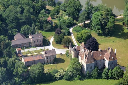 13ha estate with Midieval castle, near Beaune, F - Saint-Martin-de-Commune - Bed & Breakfast