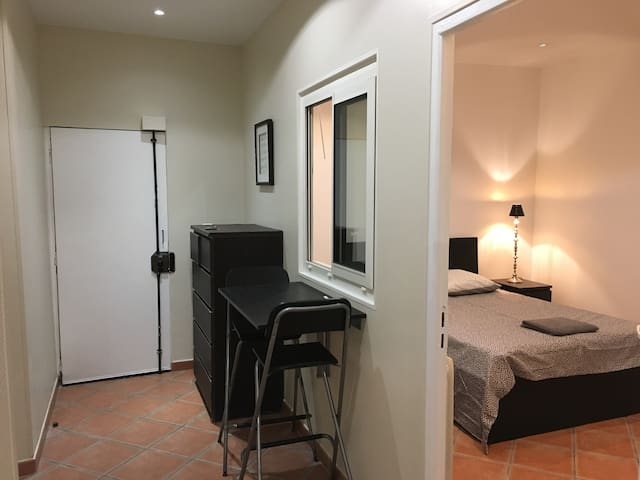 FULLY EQUIPPED STUDIO -CLICHY- Metro Porte CLichy