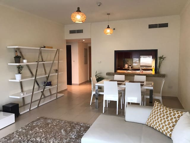 Bright and spacious 1BR in the center of Dubai - Dubai - Lägenhet