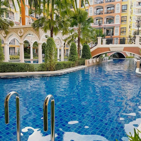 Pool Access.3 BEDs.Walk to Beach. Hotel Facilities