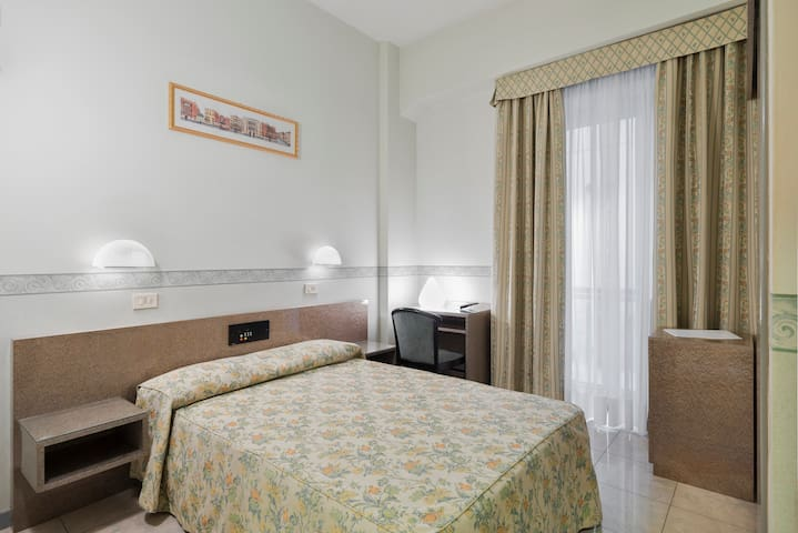 Single Room in Family Run Hotel Garibaldi Mestre