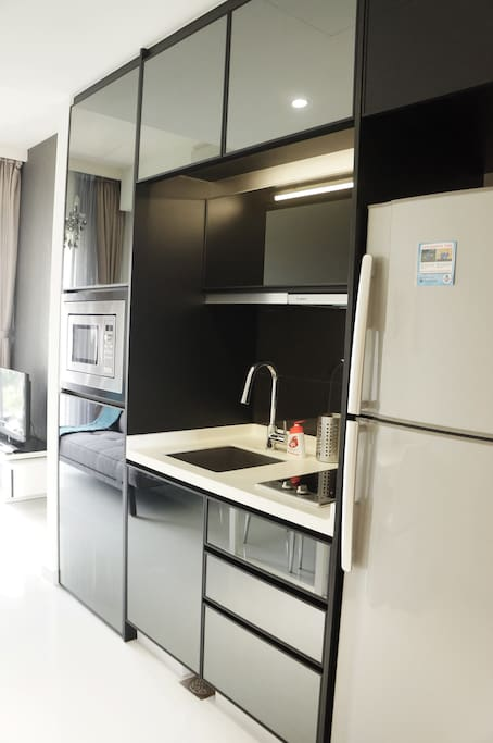 Compacted and fully equipped kitchen