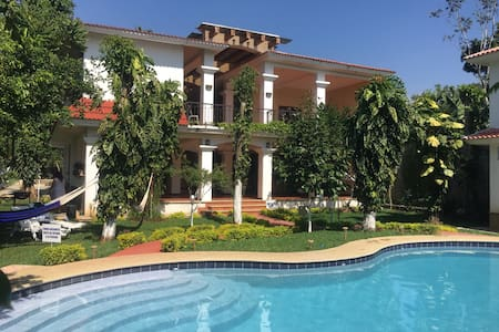 Big beautiful house with pool near IRTRA parks