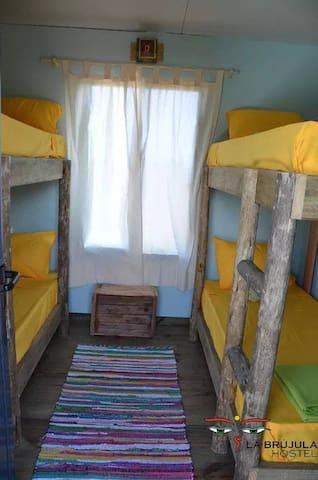 Dormitorios compartidos para 4 personas con cuchetas, con vista al mar