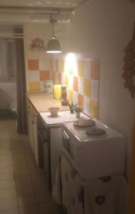 Petit appartement meublé dans villa - Roanne, FR - Hus