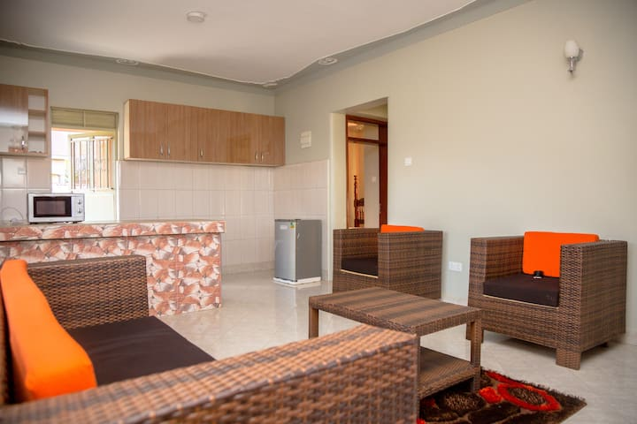 Cozy 2 bedroomed apartment with L.Victoria view
