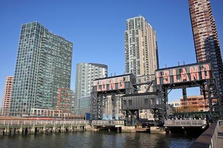 Beautiful apt, stunning views, 5 min to Manhattan - Queens - Apartment