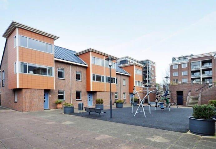 Spacious stylisch house with garden - Voorburg - Casa