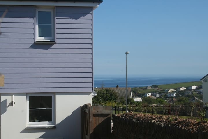 Sunny house with sea glimpses - Portreath