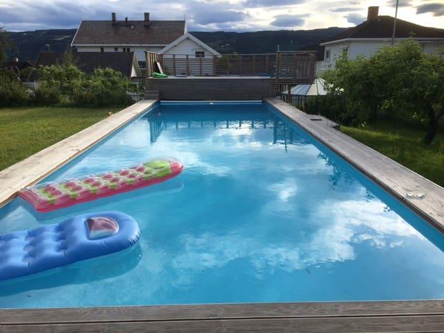 Oppvarmet svømmebasseng 12mx4m