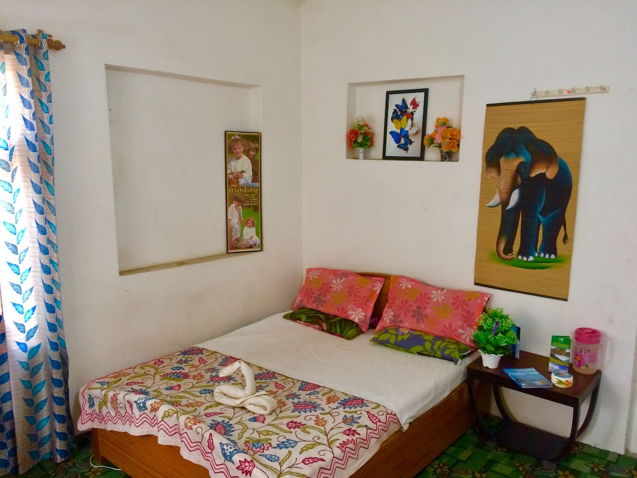 Bedroom with double and separete single bed attached bathroom and strong signal of wi-fi