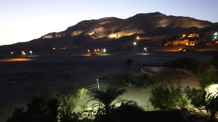 Verblijf met uitzicht op de Thebaanse heuvels