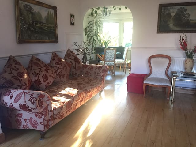 Lovely 3 bedroom house with parking - Cambridge - House