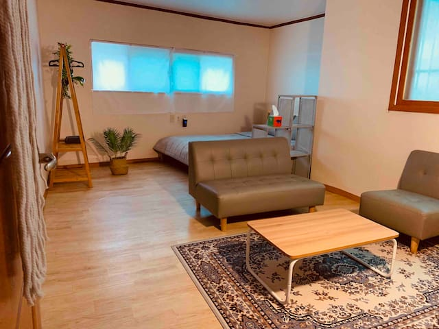 New⭐️Itaewon : Soft-box / 2 Rooms for 4 People