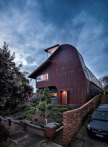 Large Architecturally Designed Home - Saint Kilda East - House