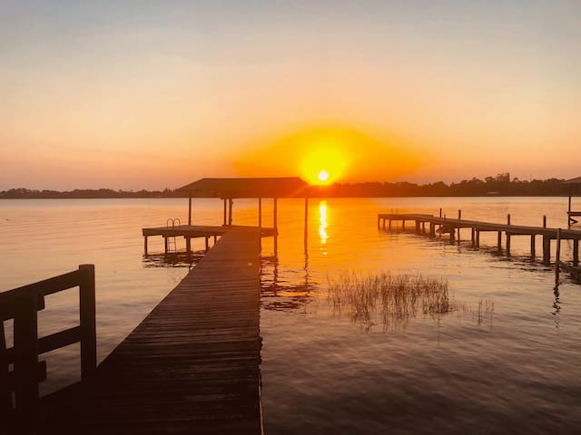 Relax at Florida's Secret Hideaway on Lake Placid!