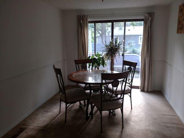 Private Room in Reston Single Family house