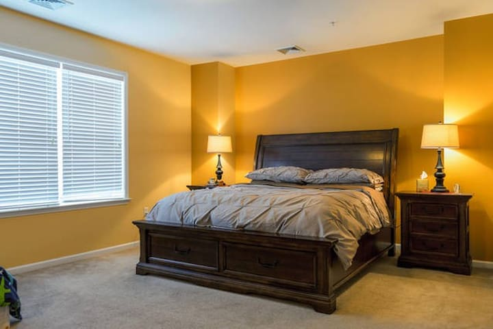 GORGEOUS; SPACIOUS; QUIET ROOM - Eatontown - Lägenhet