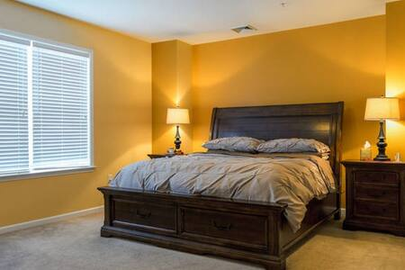 GORGEOUS; SPACIOUS; QUIET ROOM - Eatontown - 公寓