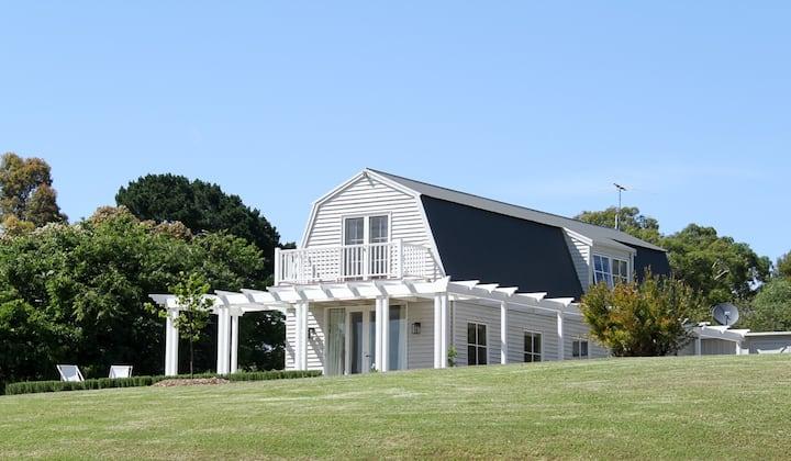 Red Hill barn in idyllic rural setting