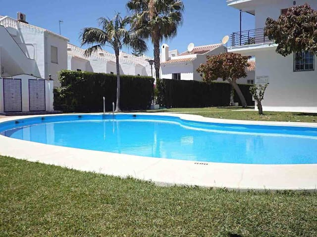Lovely 2 bed apartment with communal pool