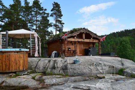 Hytte med badestamp og kos - marnadal - Kabin