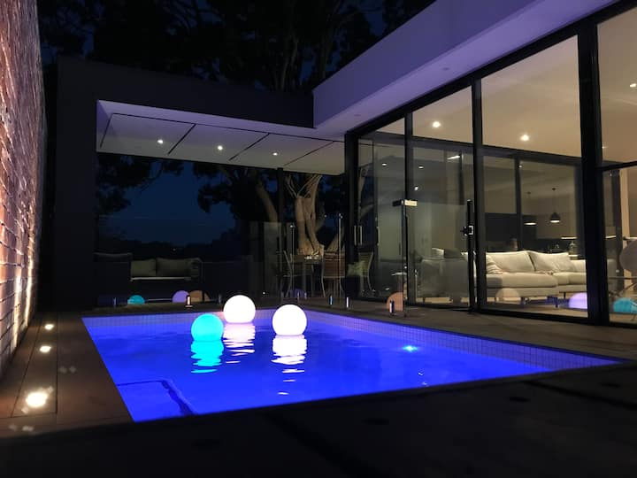Luxury inner-Melb 5 brm home, close to everything