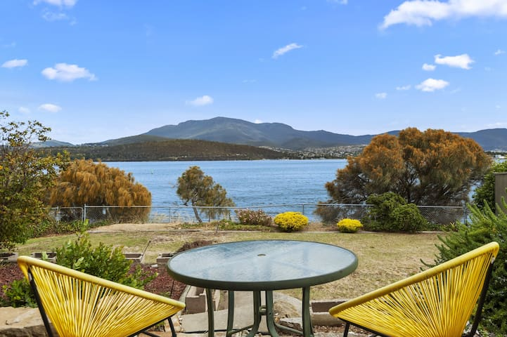 Hobart Waterfront Hideaway 8mins CBD+Wifi +Views