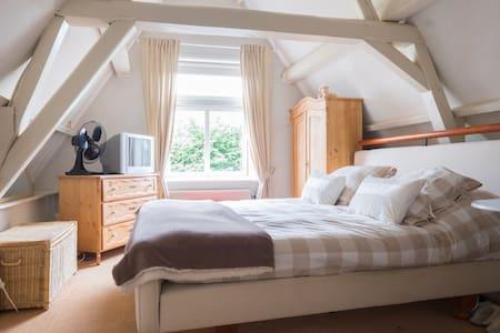 Charming cottage with great garden. - Noordwijk-Binnen