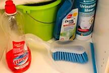 Du hast die Möglichkeit, die Wohnung zwischendurch zu reinigen